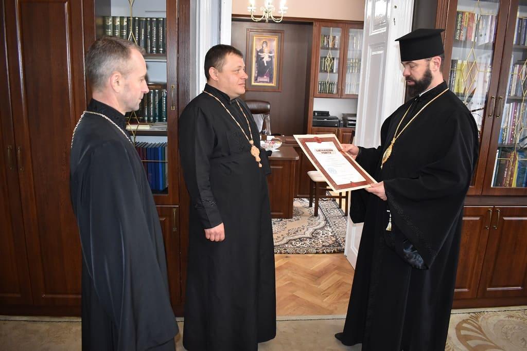 Керуючий Коломийською Єпархією нагородив прот. Юрія Юрчука високою церковною нагородою
