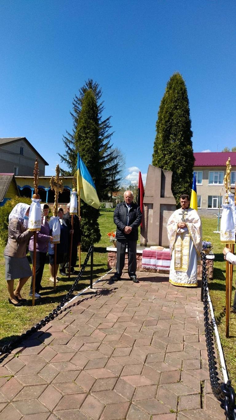 Вшанування Дня пам'яті та примирення у селі Острівець