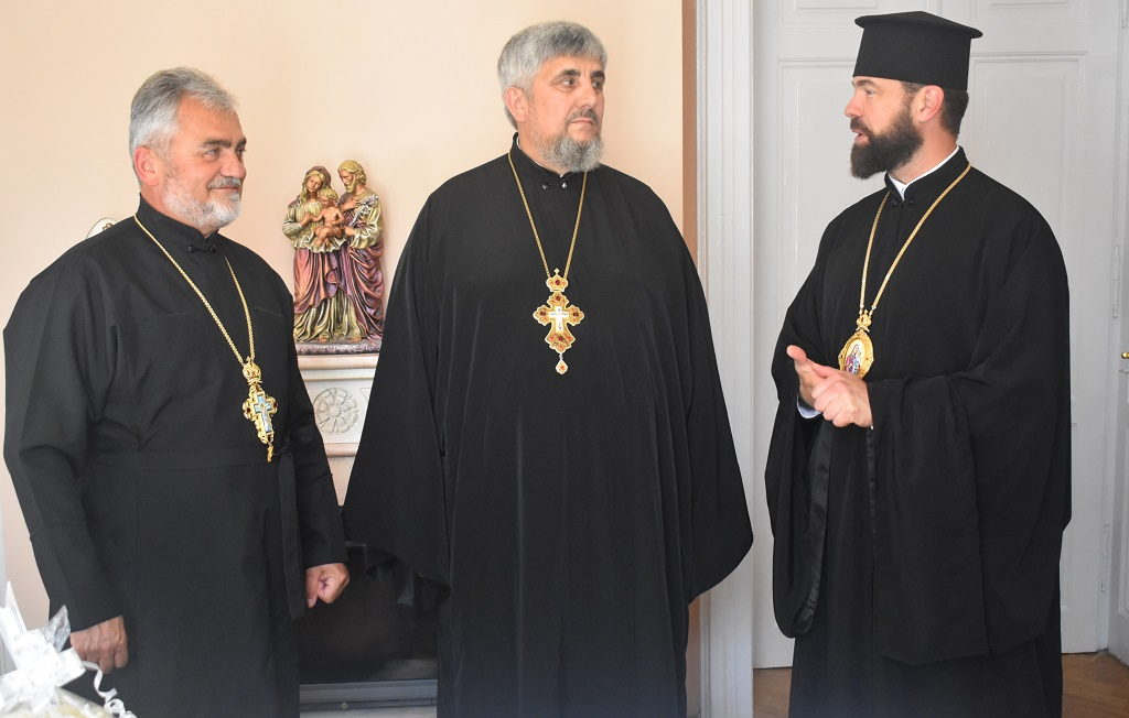 Єпископ Юліан нагородив митр. прот. Івана Петращука високою церковною нагородою