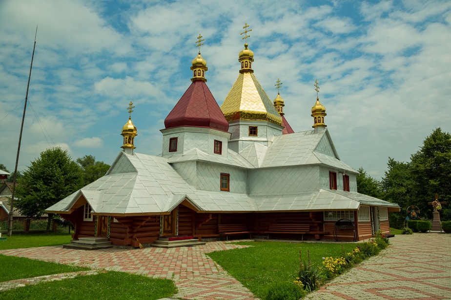 Храм Святого Великомученика Димитрія Солунського селища Печеніжин