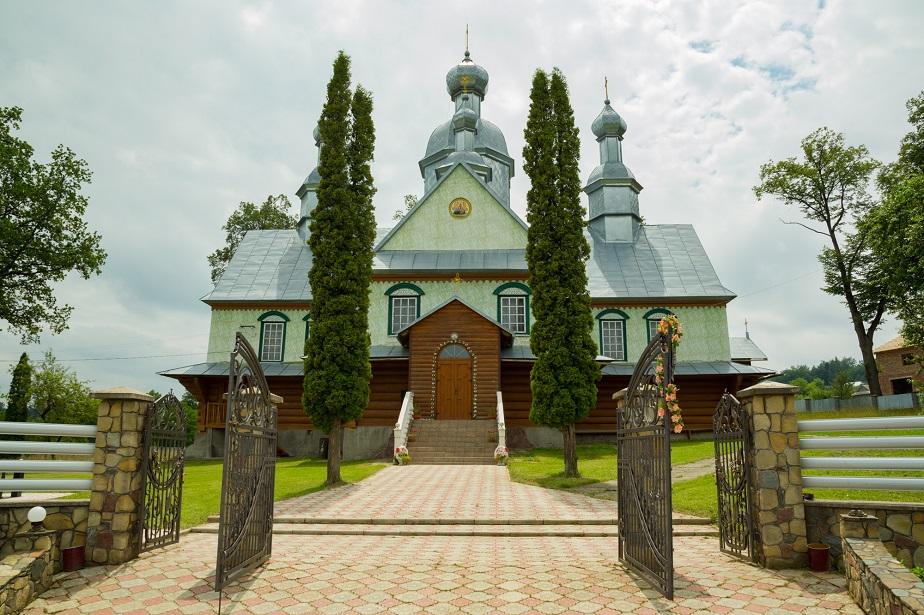 Храм Успіння Пресвятої Богородиці села Молодятин