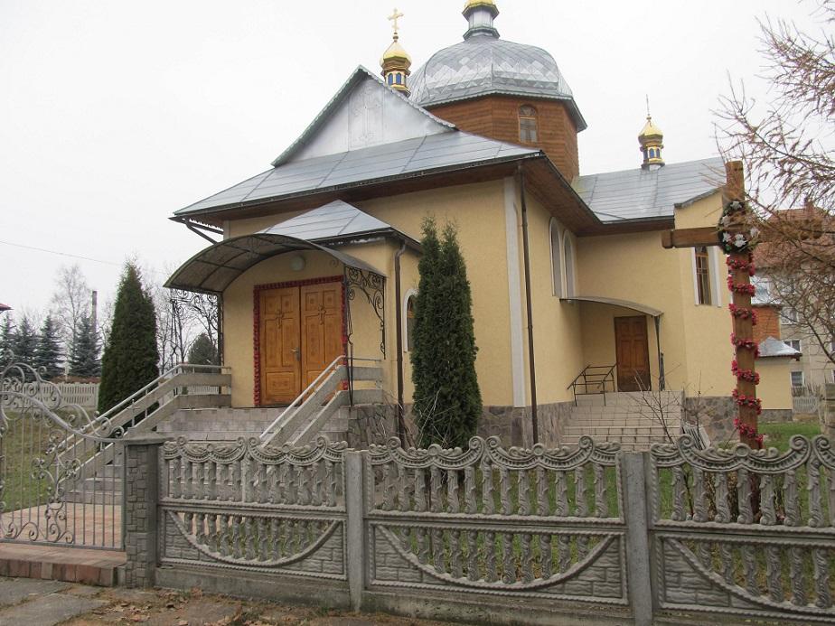 Храм Трьох Святителів смт. Делятин